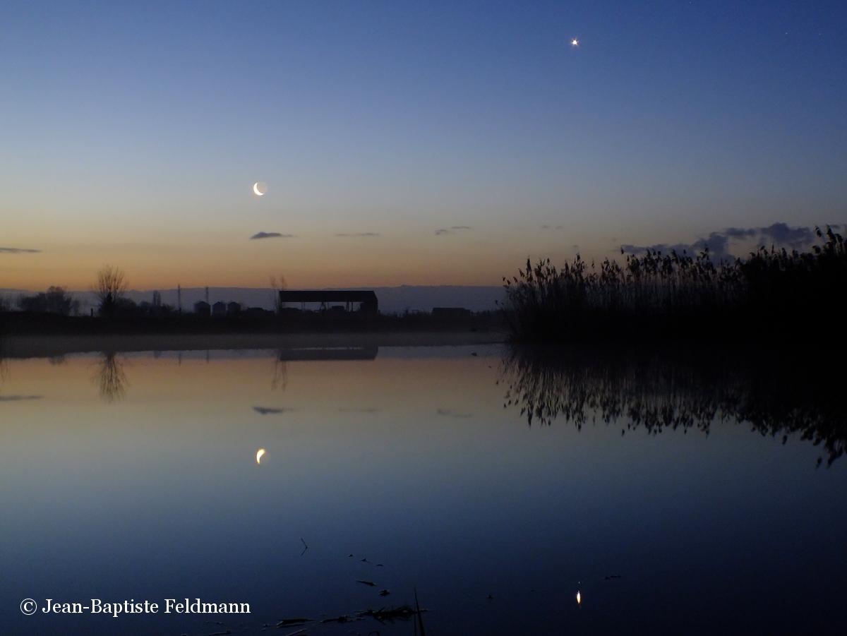 Photo Lune Vénus au-dessus d'un lac