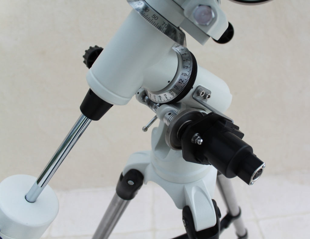 German equatorial mount with motor in right ascension.