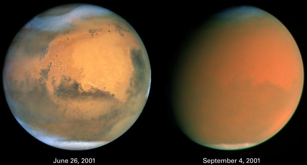Vues de Mars par le télescope spatial Hubble, avant et après une tempête de poussière globale à l'été 2001. Avant (sur la gauche) on voit la surface de Mars et les calottes polaires très étendues. Après (à droite), les calottes polaires ont diminué car la glace s'est sublimée et l'atmosphère est emplie de poussière martienne.