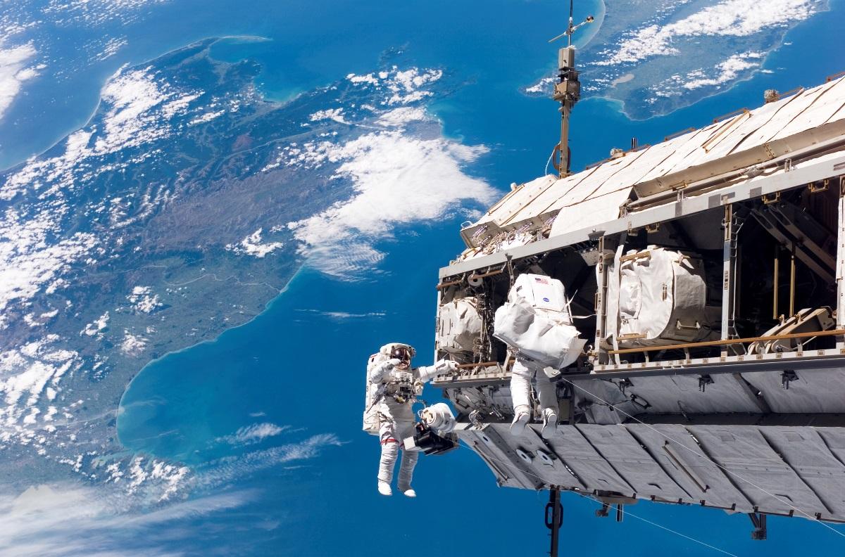 Photographie de la maintenance de l'ISS