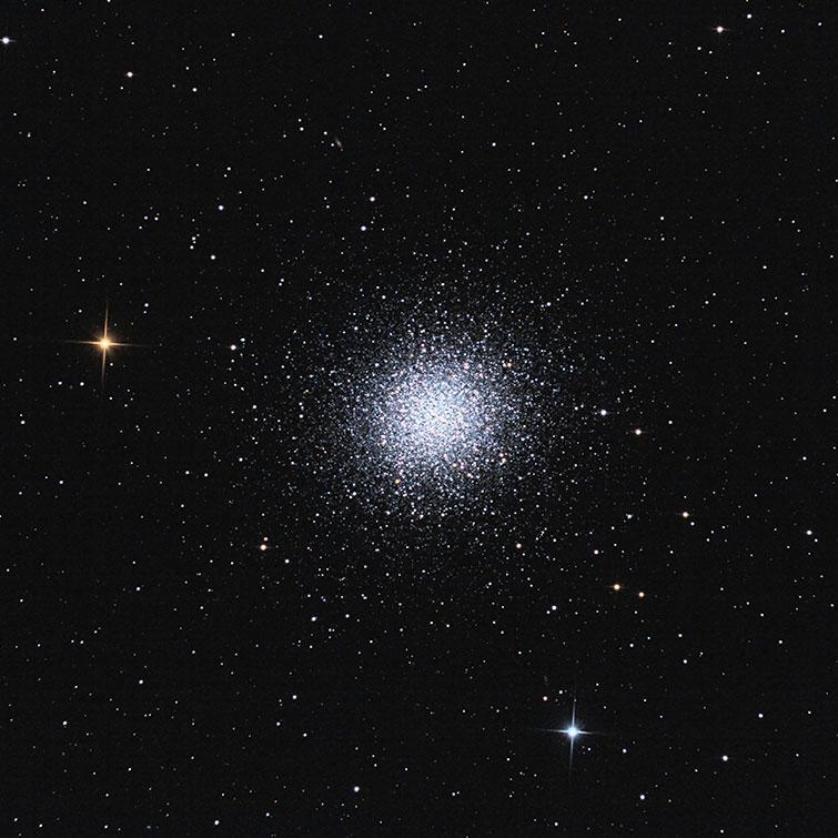 L'amas globulaire M13.