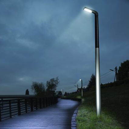 Illustration d'un lampadaire à LED en fonctionnement de nuit. Il émet de la lumière bleue nocive pour le sommeil.