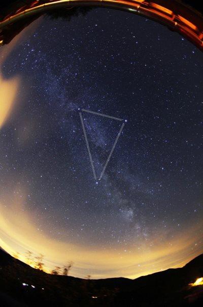 photo Voie lactée et Triangle d'été - d'après Sylvain Wallart.