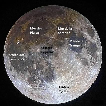 Face visible de la Lune avec ses principales mers ( et cratères lors d'une éclipse pénombrale : on distingue en haut à gauche la pénombre de la Terre.