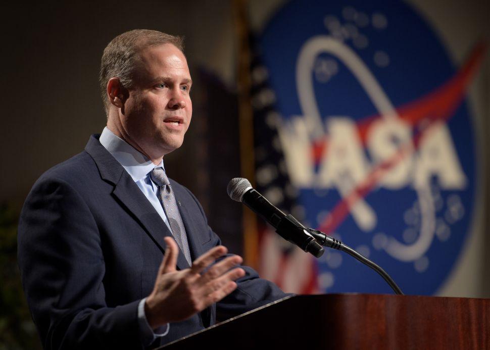 Photo couleur du dirigeant de la Nasa Jim Bridenstine lors d'un discours en 2018.