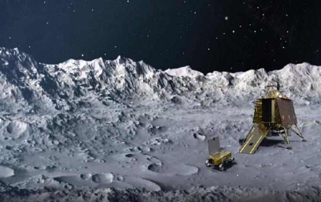 Vue d'artiste du sol lunaire avec un fond étoilé et à droite de l'image l'atterrisseur indien Vikram et le rover Pragyan.