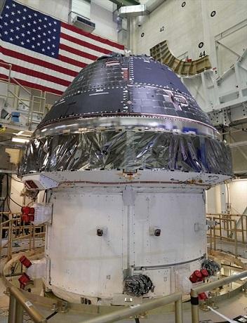 Photo du module Orion en cours de fabrication dans les locaux de Lockheed Martin.