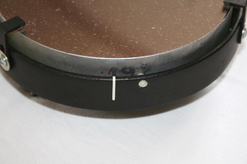 Photo d'un miroir de télescope et de son barillet.