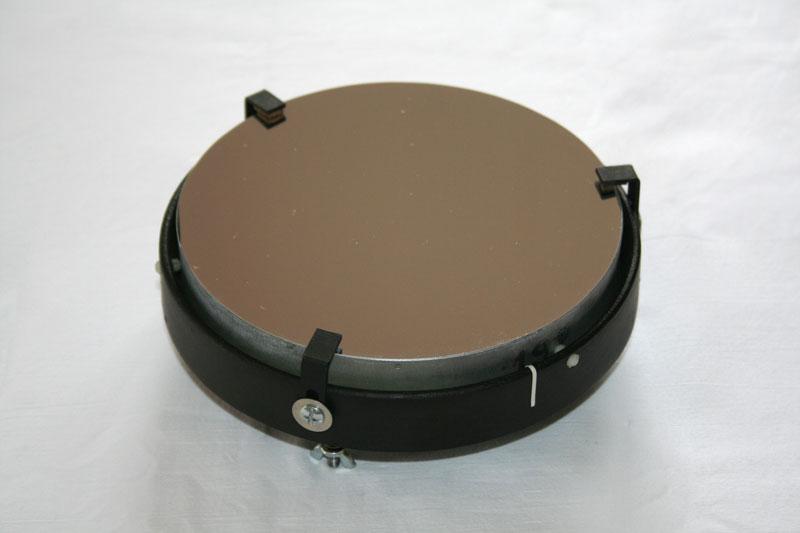 Photo d'un miroir de télescope propre monté dans son barillet.