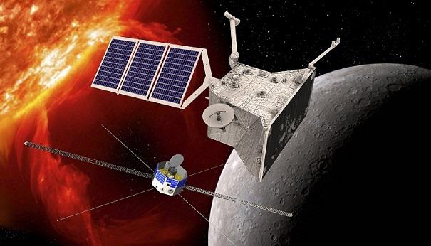 Dessin de la mission BepiColombo avec en fond en bas à droite un bout de Mercure, au centre le plus gros module MPO et à gauche le plus petit MMO.
