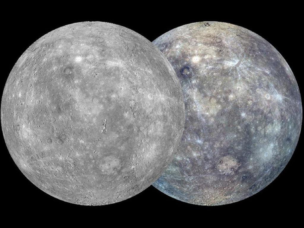 Vue globale des deux faces de Mercure en dégradé de gris et blanc.