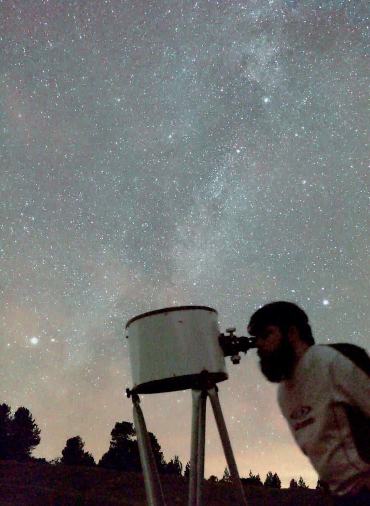Photo observateur en montagne avec un télescope Dobson de 300mm.