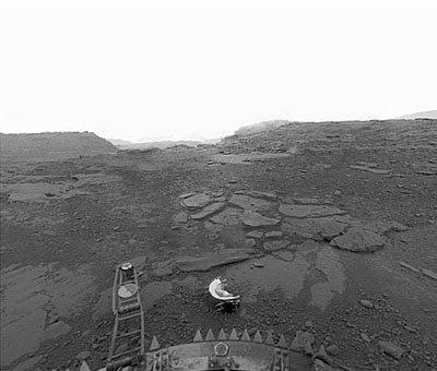 Image de la surface désolée de Vénus, prise par la sonde soviétique Venera 13 en 1982.