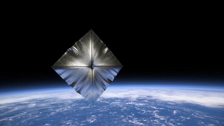 Vue d'artiste d'une voile solaire construite par l'homme : au dessus de l'atmosphère terrestre, on voit un losange géant, de couleur gris métallisé, dans lequel se réfléchit la lumière du Soleil.