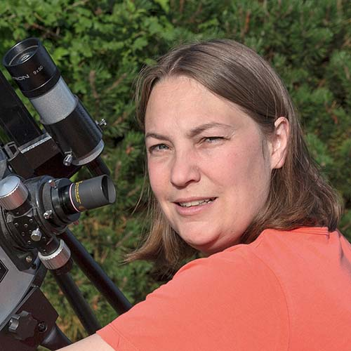 portrait Carine Souplet devant son télescope