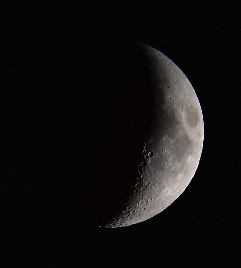 Photo montrant un croissant de Lune.