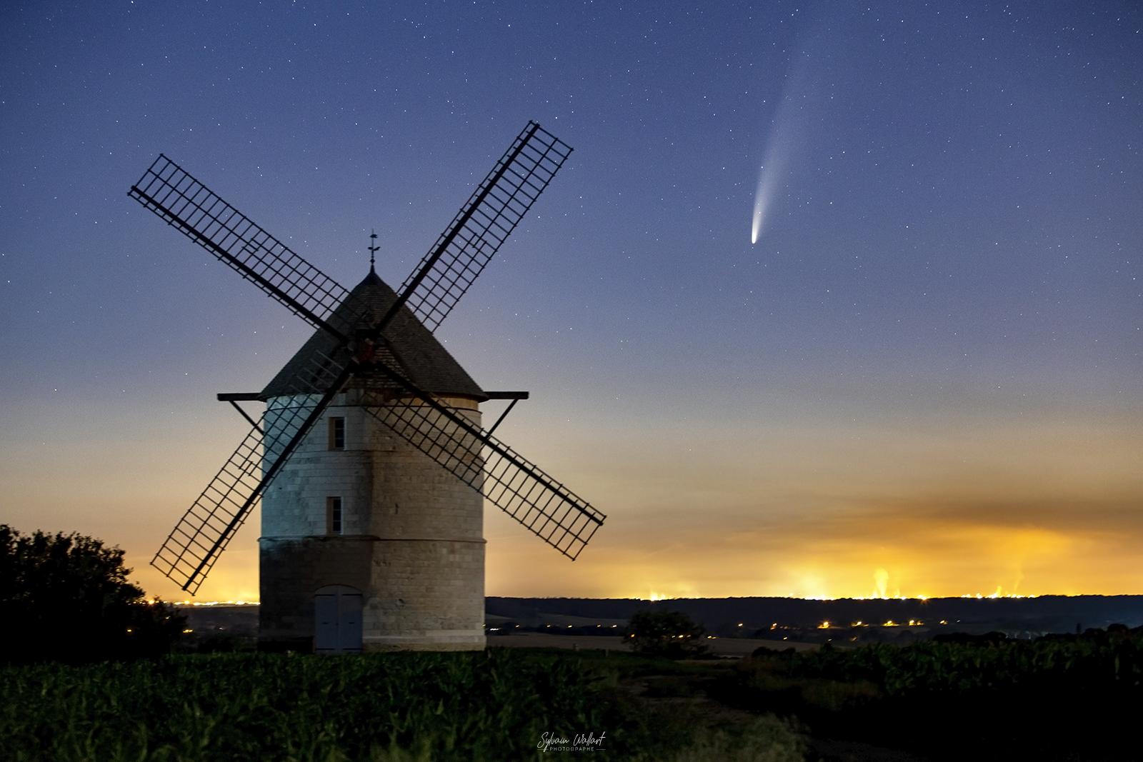 Neowise au pied du moulin