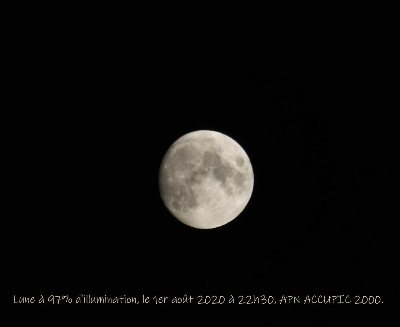 Lune presque pleine.