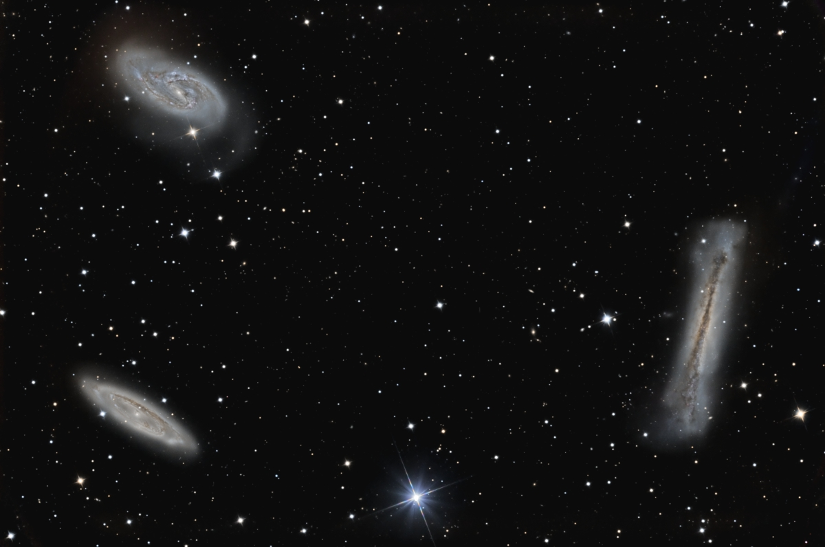Galaxies: Le trio du Lion; Messier 65 & 66 et NGC 3628